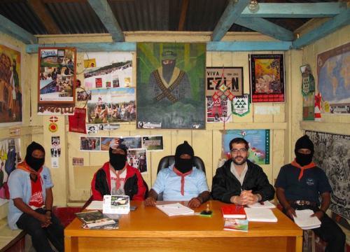 Con miembros del EZLN (Ejército Zapatista de Liberación Nacional).