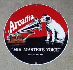 Arcadia, la voz de su amo...