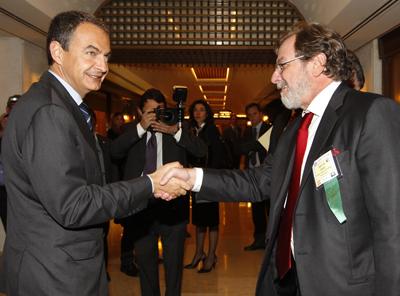 Jose Luis Rodríguez Zapatero saluda a Juan Luis Cebrián.