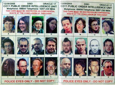 ficha policial publicada por The Guardian